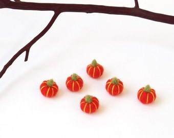 Miniature needle felted pumpkins : dollhouse pumpkin set, Halloween decor orange pumpkins, miniature felt vegetable