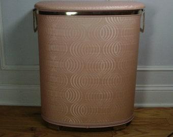 ON SALE  Vintage 1960's Pink Pearl-Wick Hamper