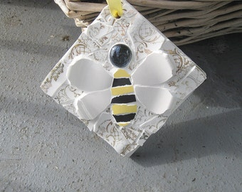 Shabby chic mosaic wee bee plaque