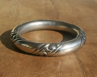 Vintage Etruscan Silver Hippie Bangle from the 60s or 70s