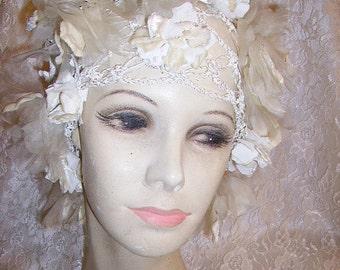 Lovely Vintage 1930s Wedding Cloche Hat Velvet Flowers Flapper Girl Style