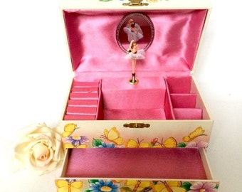Valentine Sale Vintage Musical jewelry box with ballerina / Butterflies and Ballerina Jewelry Box