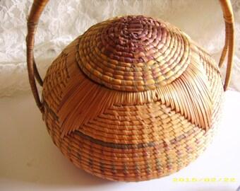 Vintage Woven Wicker Handled Sewing Basket/Purse