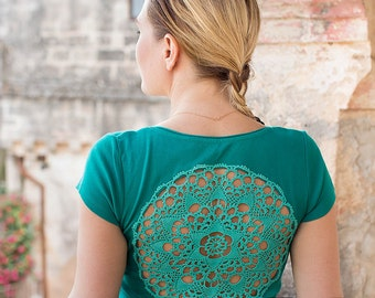 Emerald green t-shirt with upcycled vintage crochet doily back jersey t-shirt - Size M-L