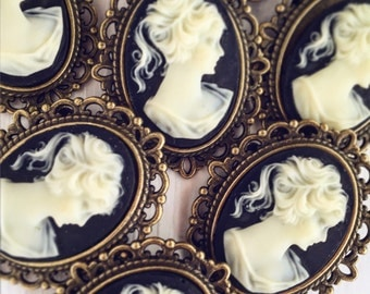Vintage Style Cameo Brooch / Small Pin Steampunk Lover Gift Wedding Bridesmaid Favors / Victorian Period Costume Cosplay Bouquet Tea Party