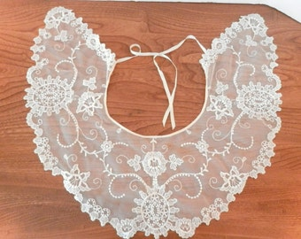 Vintage Lace Collar -Victorian Style Delicate Lace Collar - Antique White Lace Collar