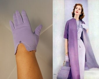 Lovable Lavender Thoughts - Vintage 1950s Lilac Lavender Nylon Wristlet Gloves - 6/6.5 - Very petite