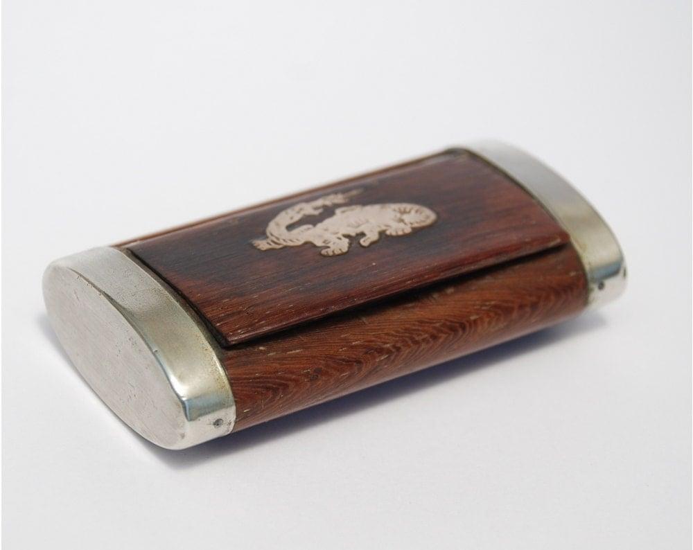 ancienne tabati re ou boite priser en bois petite boite en. Black Bedroom Furniture Sets. Home Design Ideas