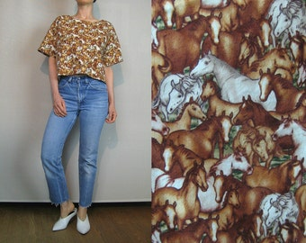 80s Wild HORSE PRINT Cotton Crop Top Vintage Novelty Top Equestrian Top Horses Cotton Cropped Top White Ecru Brown Horses Top Boxy Crop Top