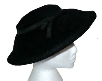 So Saucey! Vintage 1960s Black Saucer Hat, Wide Brim Fur Felt Hat