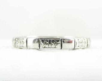 Art Deco Platinum Engraved Wedding Ring. Pairs of Forget Me Not Flower Blossom Engraved on a Faceted 1940s Wedding Band. Size J.5 / 5.1.
