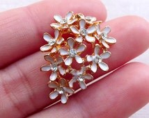 White Flower Cluster Metal Cabochon with Clear Rhinestones / Floral Enamel Cabochon (1 piece / 20mm x 27mm) Flower Jewellery Making CAB549