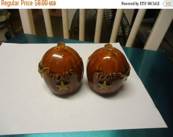 Halloween Sale Vintage Texas Bull Salt and Pepper shakers by Thrifco, collectable, have corks
