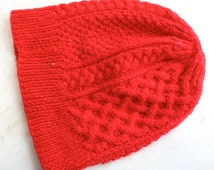 Vintage 1970's Hat // 70s 60s Knit Cableknit Beanie // Red Toque
