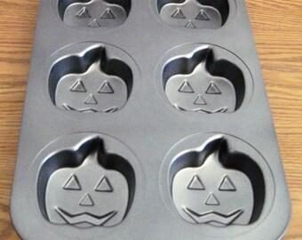 Wilton Baking Pan Non Stick Ultra Pumpkin Face 6 Count Individual Cake Pan