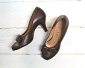 vintage 1940s shoes - CHOCOLATE TRUFFLE dark brown peep toes / size 6.5 (as is)