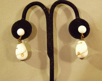 Vintage 1950s Venetian White Glass Drop Dangle Screw Back Earrings Marked Japan Gold Squiggles 8720