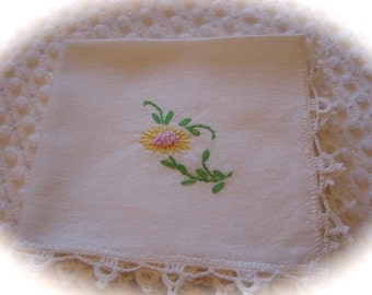Set of 4 Vintage Luncheon Napkins Hand Embroidered Sunflower  & Crocheted Edge Retro Table Linens