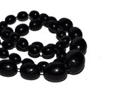 1980s Black Vintage Beaded Necklace. Graduated Sring of Beads.
