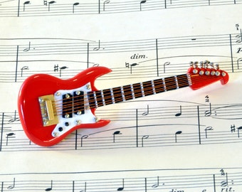 Electric Guitar Brooch Pin in Case, Guitar Gift, Fender Stratocaster, Music Brooch