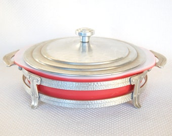 Vintage Pyrex 211 and Hammered Aluminum Buffet Stand Pyrex 211 Cake Pan in Flamingo Red aka Flamingo Pink circa 1952-1957