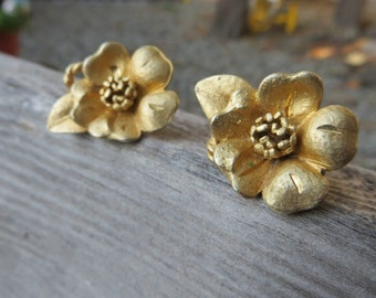 Brushed Gold Flowers Clip on Vintage Earrings Gold tone Metal Earrings Floral