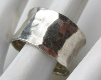 Vintage Mens Mid Century Modernist Hammered Sterling Silver Band Ring size 11