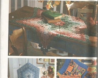 Simplicity 9501   Yo-Yo  Pillow, Tabletopper, Tea cozy, Place Mat and Napkin Pattern