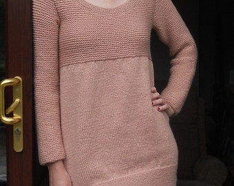 Sweater/sweater dress/tunic top, long length, hand knitted in pale pink yarn. Ladies size 38-42 bust,( US size 10-14, UK 14-18)