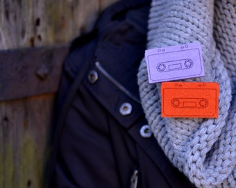Felt brooch purple cassette shape cassette
