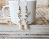 Vintage pearl earrings, Pearl Bridal earrings, Gold Flower Earrings, Gold Floral pearl earrings, Baroque Freshwater pearls - Delicate Pearl