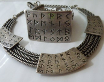 On Sale Cyclope Paris writing necklace, bracelet. Set.