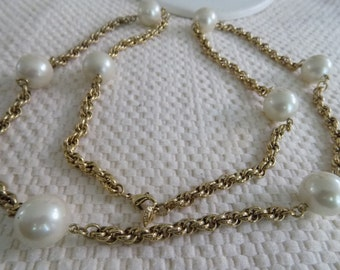 Vintage necklace, signed Carolee big faux pearl and golden chain retro necklace, jewelry