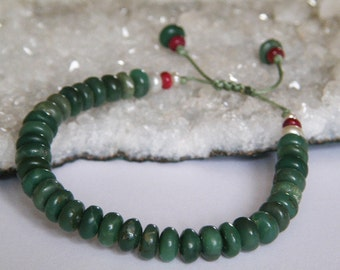 Chrysoprase bracelet - Ruby - Freshwater Pearls - disc shaped beads - Pull out closing - macrame - green stone bracelet - Stone jewelry