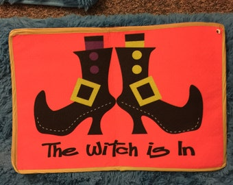 "Doormat ""the witch is in"" regular size"