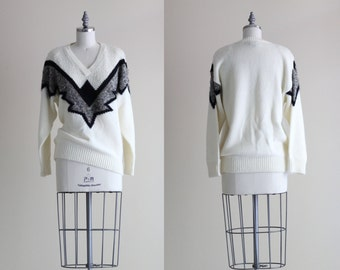 Vintage Womens Sweater . V Neck Pullover Sweater . 1980s Sweater