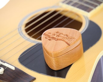 Guitar Pick Box, Pattern G21 deep, Solid Cherrywood, Laser Engraved, Paul Szewc