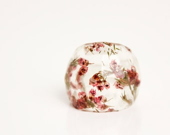 size 7 soft faceted eco resin | deep pink heather flower encased in resin