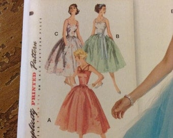 5 BUCKS Simplicity 1194 Vintage Style Gown Sewing Pattern FF Size 6 to 14