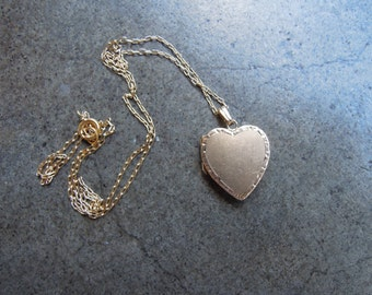 Antique Solid 14K Yellow Gold Sweetheart Locket Heart Pendant 2.4 Grams 1950s 50s