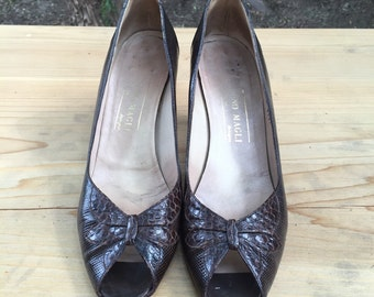 Beautiful vintage bruno magli peep toe embossed dark brown leather heels 36/6