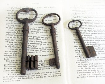 set of 3 Antique big french Skeleton Key, antique patina