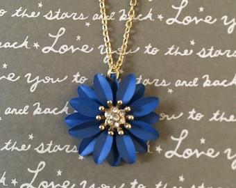 Blue daisy necklace