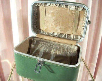 Olive Featherlite Travel Case with Keys, 70s