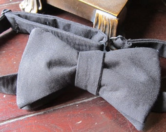 Mens Freestyle Bow Tie in Solid Black,  Mens Freestyle Bow tie, wedding groomsmen bow tie self tie Handmade by TwoLCreations