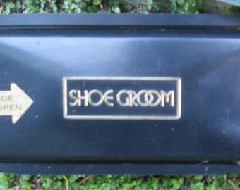 Vintage Shoe Groom.  Travel Shoe Polishing Kit.  G-053.