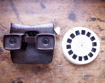 Vintage Brown Bakelite Viewmaster by Sawyer's of Portland with 5 Photo Reels