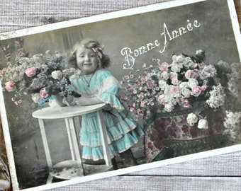"""French antiques postcard """"Bonne Année"""" Happy New Year 1900s collection little girl & flowers roses shabby chic retro"""