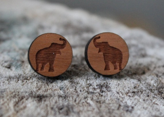 mignonnes puces en bois elephant cute studs earrings wood. Black Bedroom Furniture Sets. Home Design Ideas