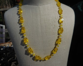 Vintage 1950s Yellow Plastic Necklace With Pop Clasp Sparkly Funky Bright